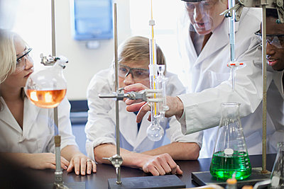 College students working in the lab. - p328m729831f by Hero Images