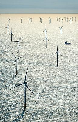 Offshore Windpark - p1132m2126156 von Mischa Keijser