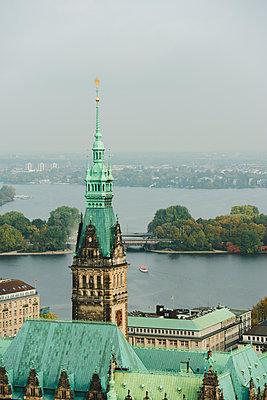 Rathaus Hamburg mit Binnen- und Außenalster im Hintergrund - p1493m1584683 von Alexander Mertsch