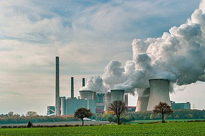 Germany, Grevenbroich, modern brown coal power station Neurath I - p300m2058782 von Frank Röder