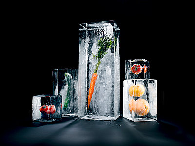 Vegetable in ice - p851m955132 by Lohfink