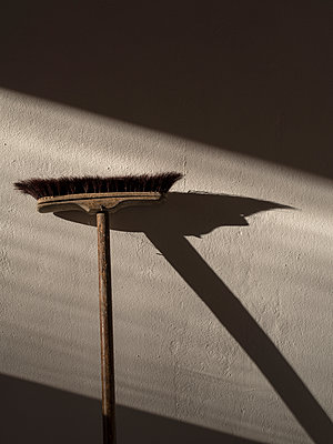 Sweeping - p1212m1087231 by harry + lidy
