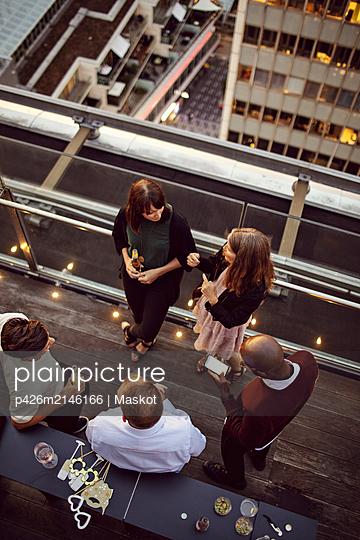 plainpicture - plainpicture p426m2146166 - High angle view of business... - DEEPOL by plainpicture