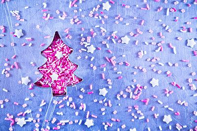 Christmas tree and sugar sprinkles - p1149m2021574 by Yvonne Röder