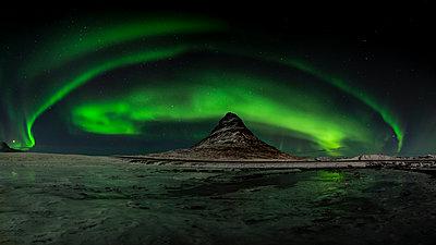 Iceland, Northen lights at Kirkjufell mountain - p300m1416798 by Ramon Espelt