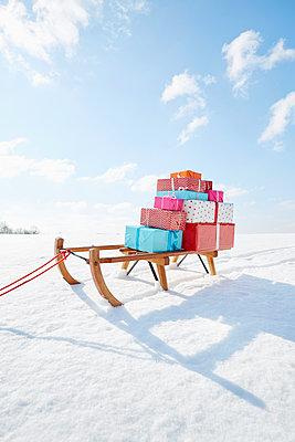 Geschenke und Schlitten - p464m1550349 von Elektrons 08