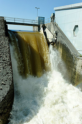 Germany, barrage hydropower, at the Wertach at the Irsingeneer See, Bad Woerishofener Stausee - p300m2213815 by Lisa und Wilfried Bahnmüller