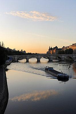 Barge - p6010447 by Alain Caste