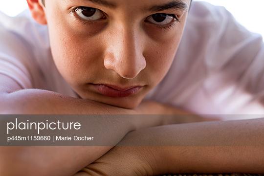 Porträt eines Teenagers - p445m1159660 von Marie Docher