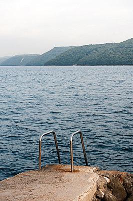 Leiter ins Meer - p220m858624 von Kai Jabs
