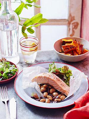 Salmon, pumpkin  and olive salad - p429m954385f by BRETT STEVENS