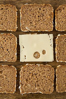Vollkornbrot mit Käse - p4540115 von Lubitz + Dorner
