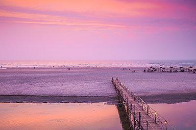 India, Goa, Mandrem beach - p651m2032444 by Jane Sweeney