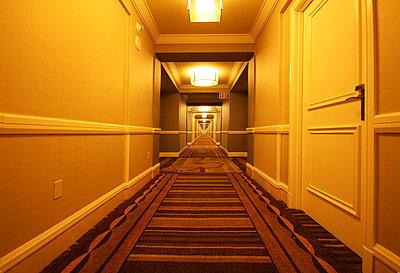 Hotelflur; Las Vegas - p865m852342 von atomara