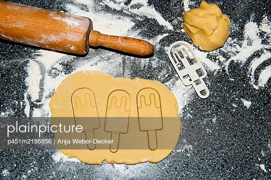 p451m2185856 by Anja Weber-Decker
