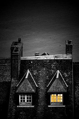 Leuchtendes Fenster - p248m1516084 von BY
