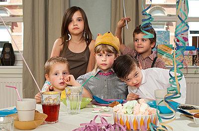 Children's birthday party - p1107m899667 by Barbara von Woellwarth
