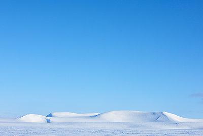 Winter landscape in Spitzbergen - p1203m1189794 by Bernd Schumacher