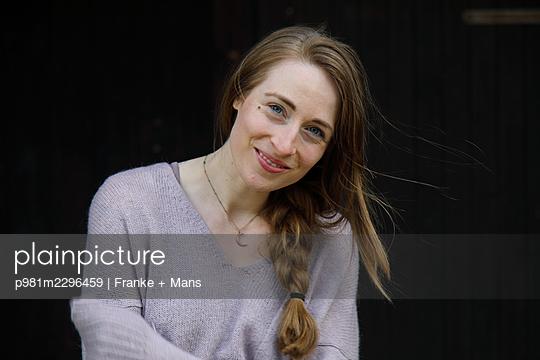 p981m2296459 by Franke + Mans
