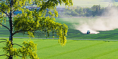 Tractor on field - p312m2139449 by Mikael Svensson