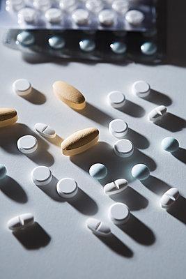Pills - p1149m1215121 by Yvonne Röder