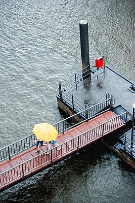 Nikolaifleet bei Regen, Hamburg - p1493m1584690 von Alexander Mertsch