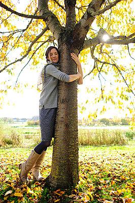 Woman tree hugging - p300m2155823 by Eyecatcher.pro