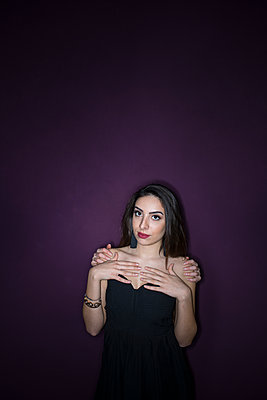 Araberin Portrait - p427m1539216 von R. Mohr