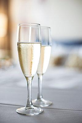 Glasses of champagne - p623m1495140 by Gabriel Sanchez