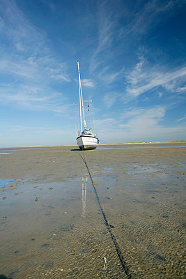 boat waiting for the sea (holland) - p5670688 by Olivier Foulon
