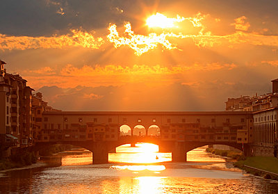 Florence, Tuscany, Italy. The Ponte Vecchio on the Arno River - p651m2033678 by Peter Fischer