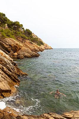 Snorkelling - p756m2125153 by Bénédicte Lassalle