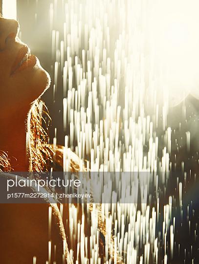 Woman taking a shower, portrait - p1577m2272914 by zhenikeyev