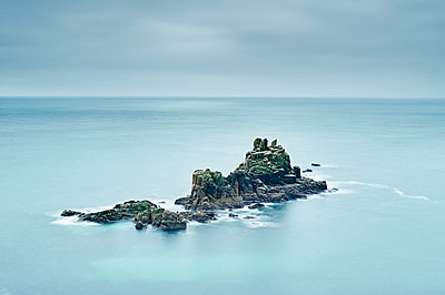 Seascape with rock formations, Land's End, Cornwall, UK - p429m1227221 by Gu