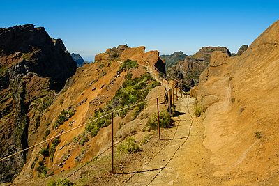 Hiking trail in Madeira - p1600m2175668 by Ole Spata