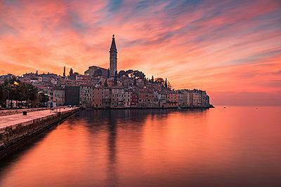 Sunset view of Rovinj - Rovigno, Istria, Croatia - p651m2033044 by Stefano Politi Markovina photography