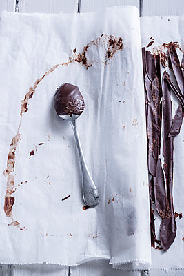 Chocolate coating - p936m939570 by Mike Hofstetter