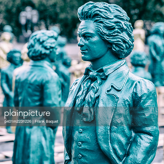Beethoven figures - p401m2231226 by Frank Baquet