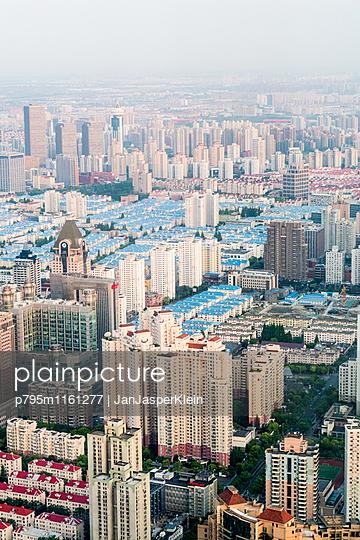 Shanghai von oben - p795m1161277 von Janklein