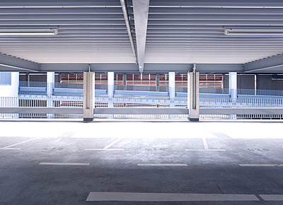 Parking deck - p1209m1017129 by Guido Erbring
