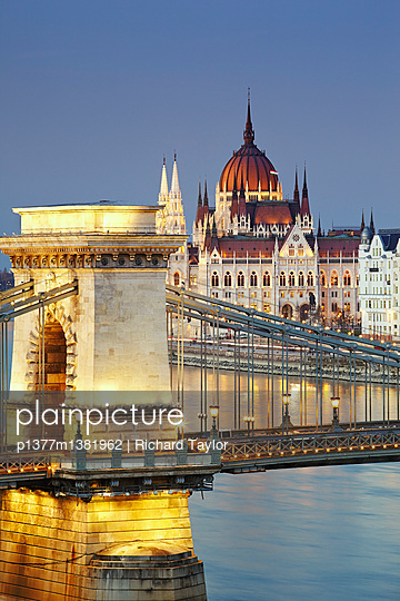 View of the Danube river, Chain Bridge (Szechenyi Lanchid) and the Parliament building - p1377m1381962 by Richard Taylor