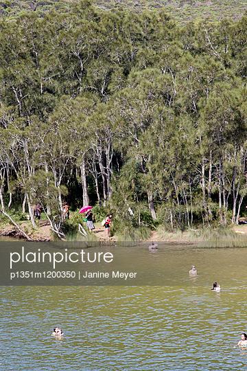 Urlauber im Royal National Park - p1351m1200350 von Janine Meyer