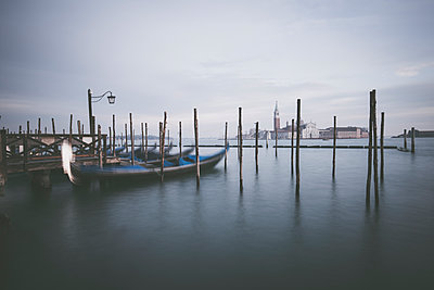 Morgens in Venedig - p1512m2054290 von Katrin Frohns