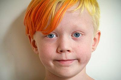Little boy with orange hair - p1418m2020549 by Jan Håkan Dahlström