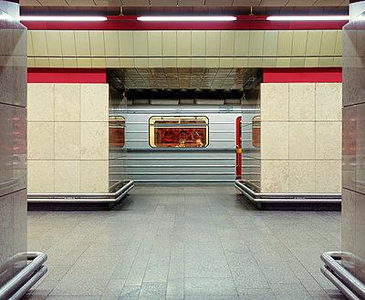 U-Bahn Station - p416m991068 von Dominik Reipka