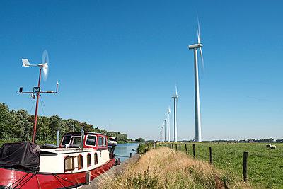Windräder am Kanal, Nordholland - p305m1171505 von Dirk Morla