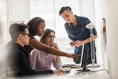 Business people working together at computer - p555m1413015 by JGI/Tom Grill