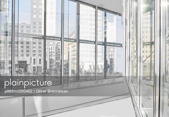 Bürohaus mit Glasfassade - p885m2200462 von Oliver Brenneisen