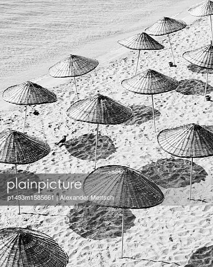 Sonnenschirme am Strand von Sinop, Schwarzes Meer, Türkei II - p1493m1585661 von Alexander Mertsch