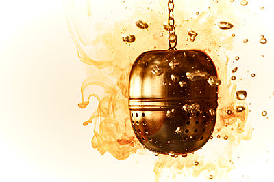 Tea egg in boiling water - p851m1148637 by Lohfink